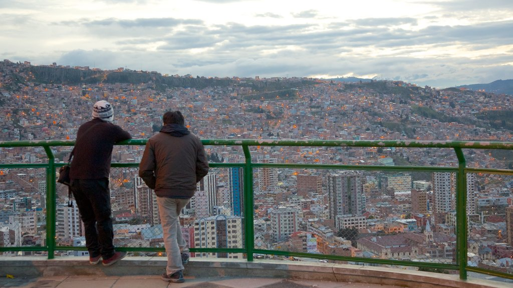 La Paz which includes a city and views