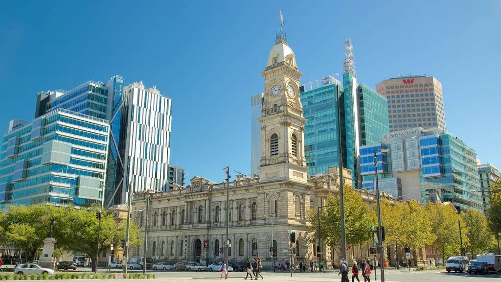 Victoria Square which includes a city and heritage architecture