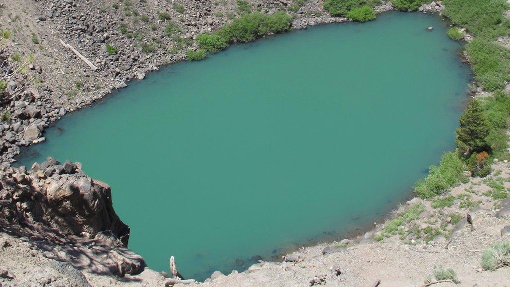Mammoth Lakes showing a lake or waterhole