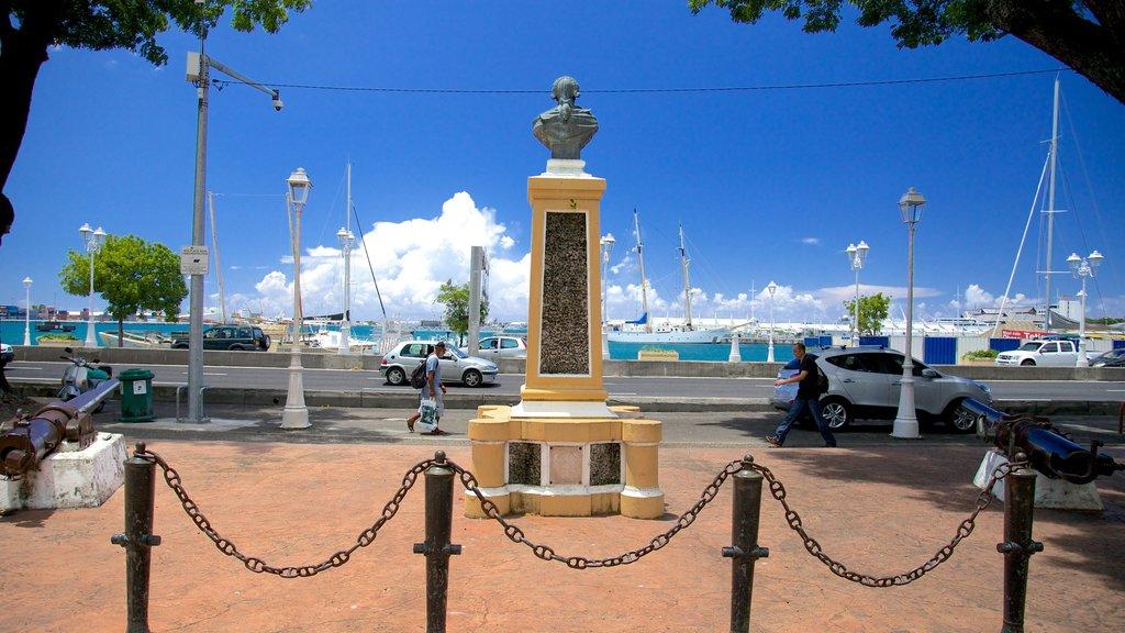 Parc Bougainville ofreciendo un monumento