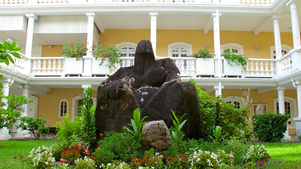 Ayuntamiento de Papeete ofreciendo un parque