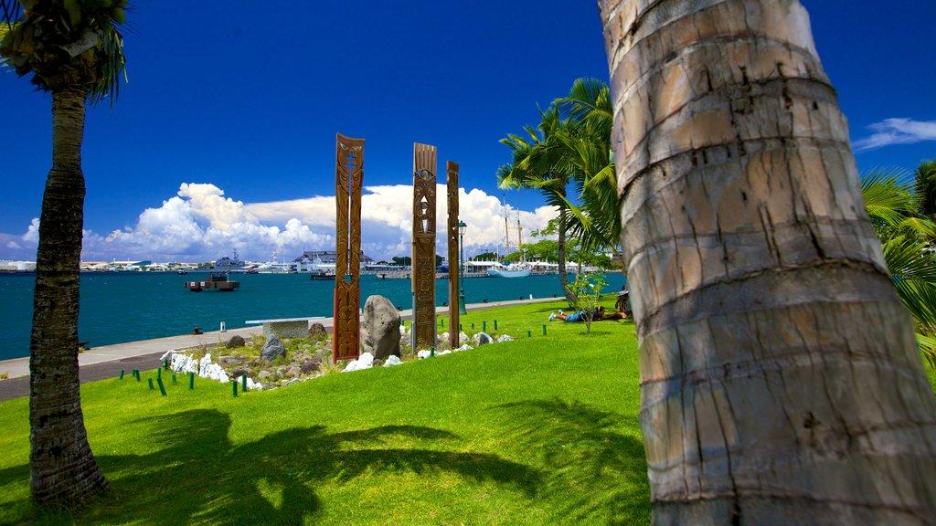Place Jacques Chirac ofreciendo un jardín y vistas generales de la costa