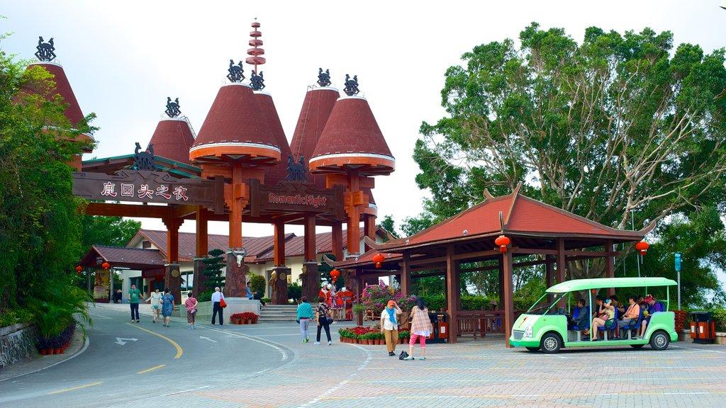 Luhuitou Park which includes street scenes
