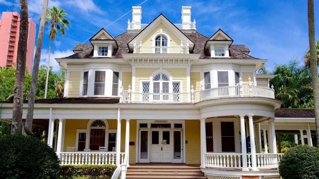 Burroughs Home ofreciendo una casa