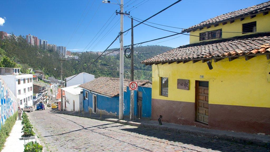 Guapulo featuring street scenes