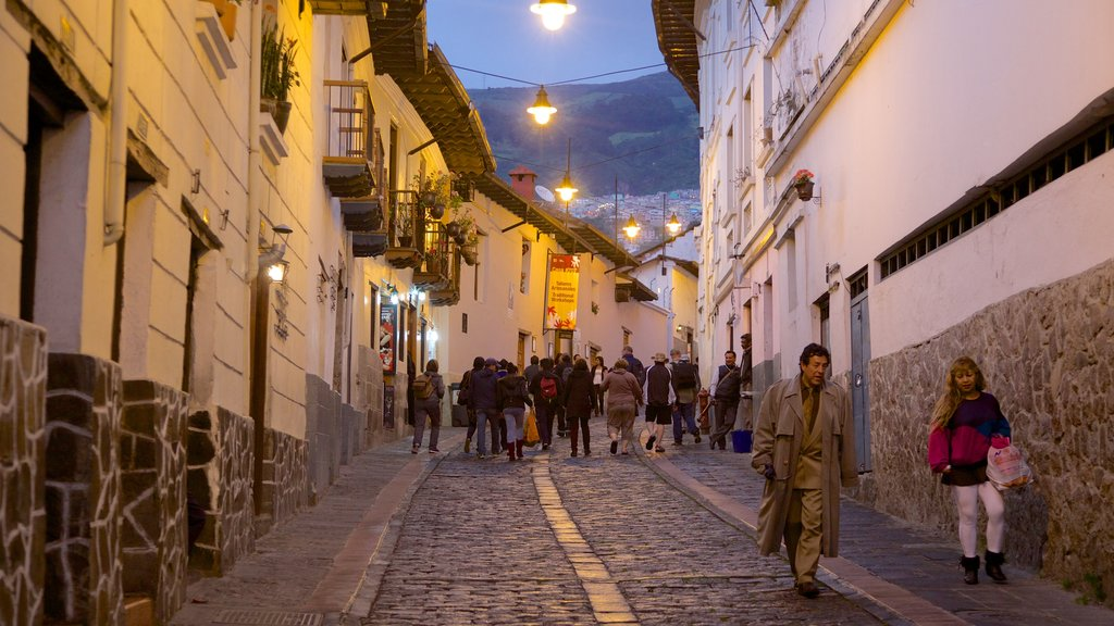 Calle La Ronda showing street scenes and night scenes as well as a large group of people