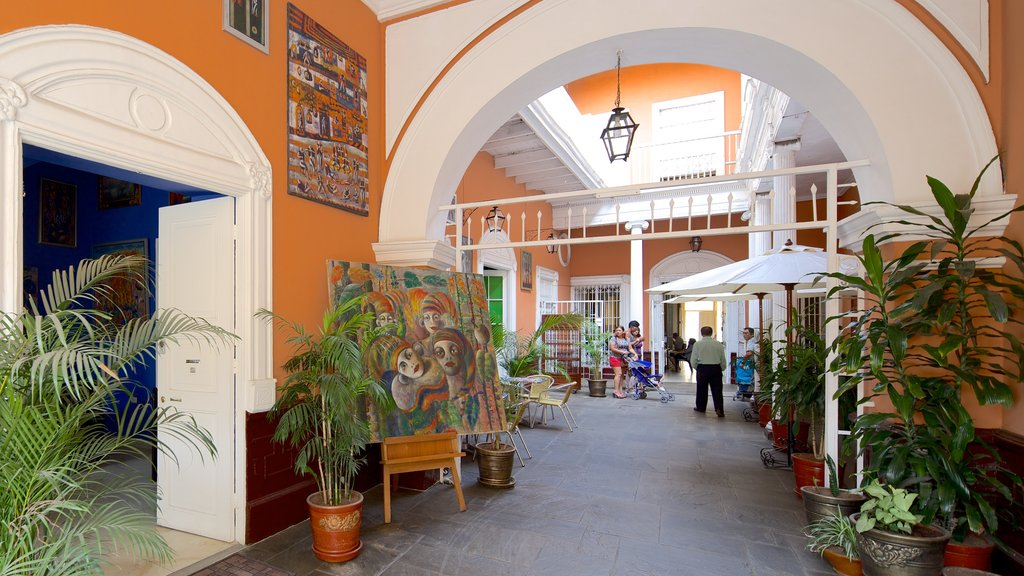 Trujillo featuring interior views and a house