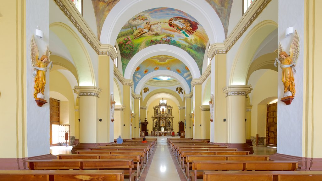 Catedral de Trujillo que inclui uma igreja ou catedral, vistas internas e aspectos religiosos