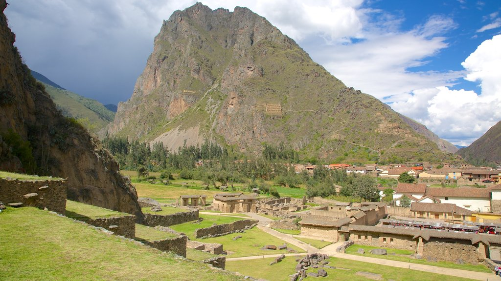 Cusco which includes a small town or village, mountains and landscape views