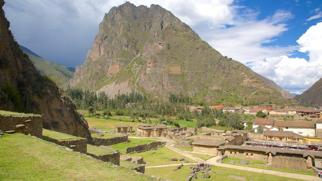 Cusco mostrando una pequeña ciudad o pueblo, vistas de paisajes y montañas