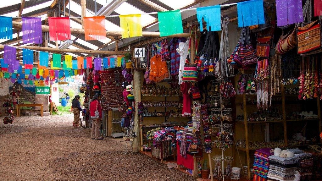 Cusco ofreciendo mercados y vistas interiores
