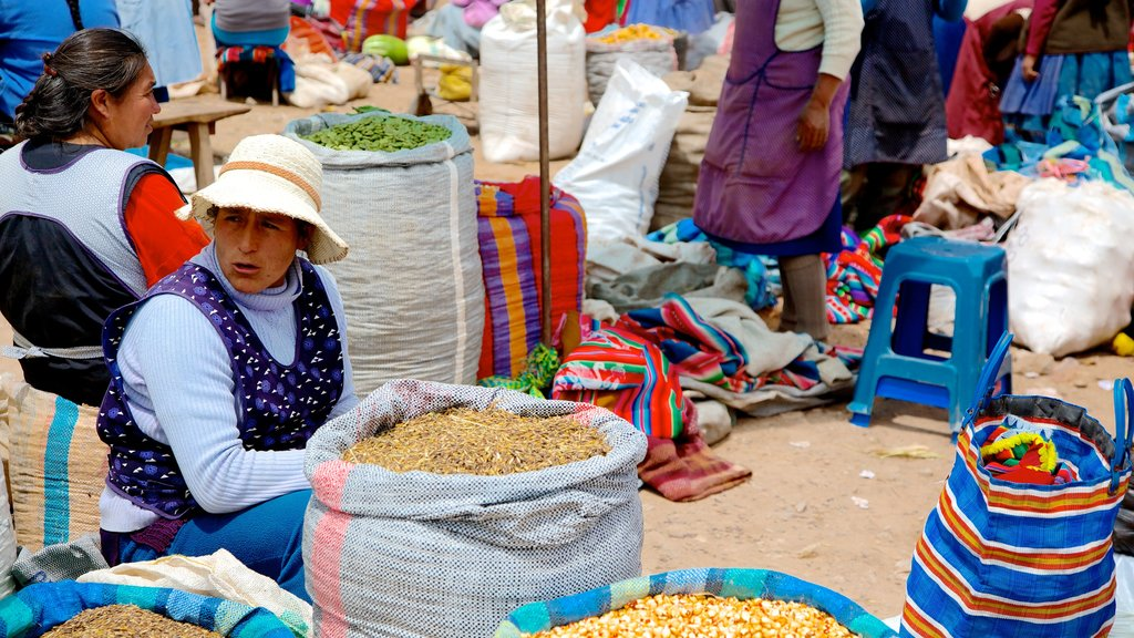 Urubamba showing markets as well as a large group of people
