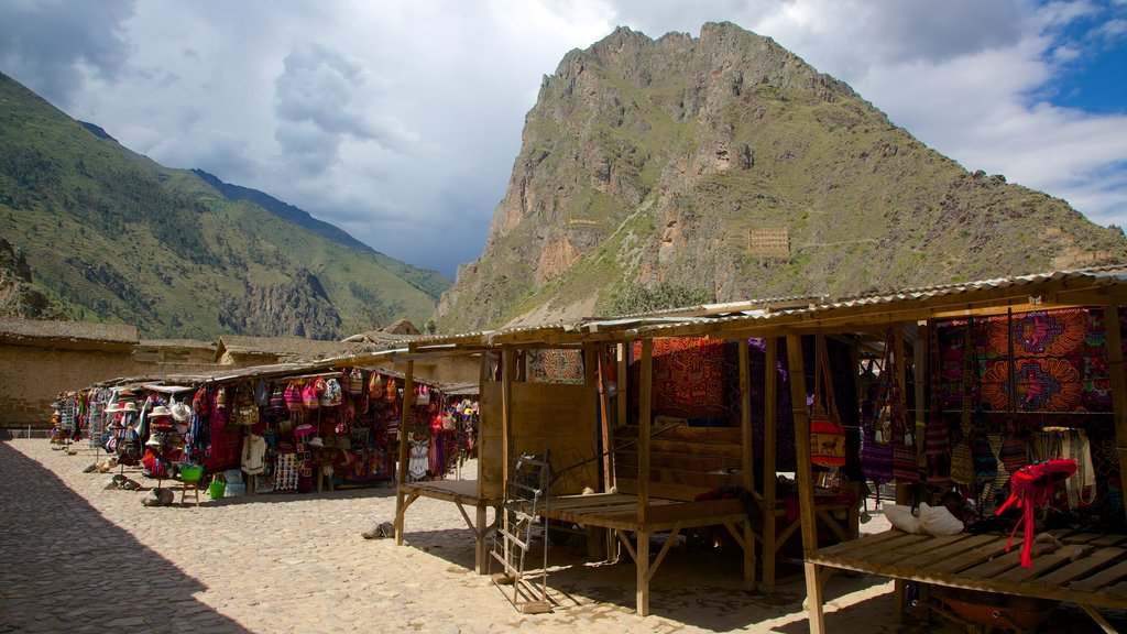 Ollantaytambo mostrando montañas y mercados