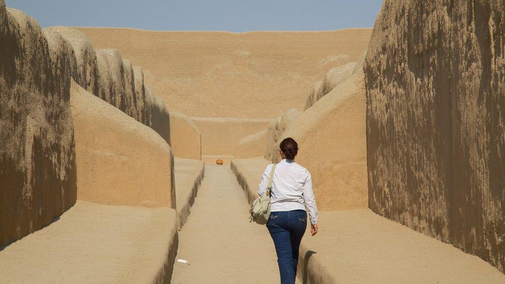 Chan Chan caracterizando uma ruína, elementos de patrimônio e escalada ou caminhada