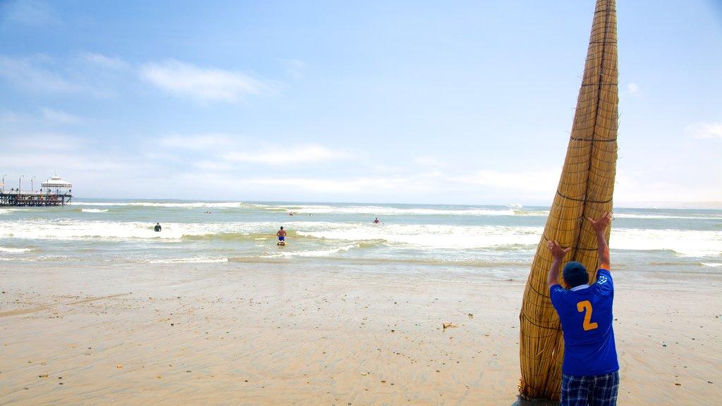 Huanchaco Beach which includes a sandy beach