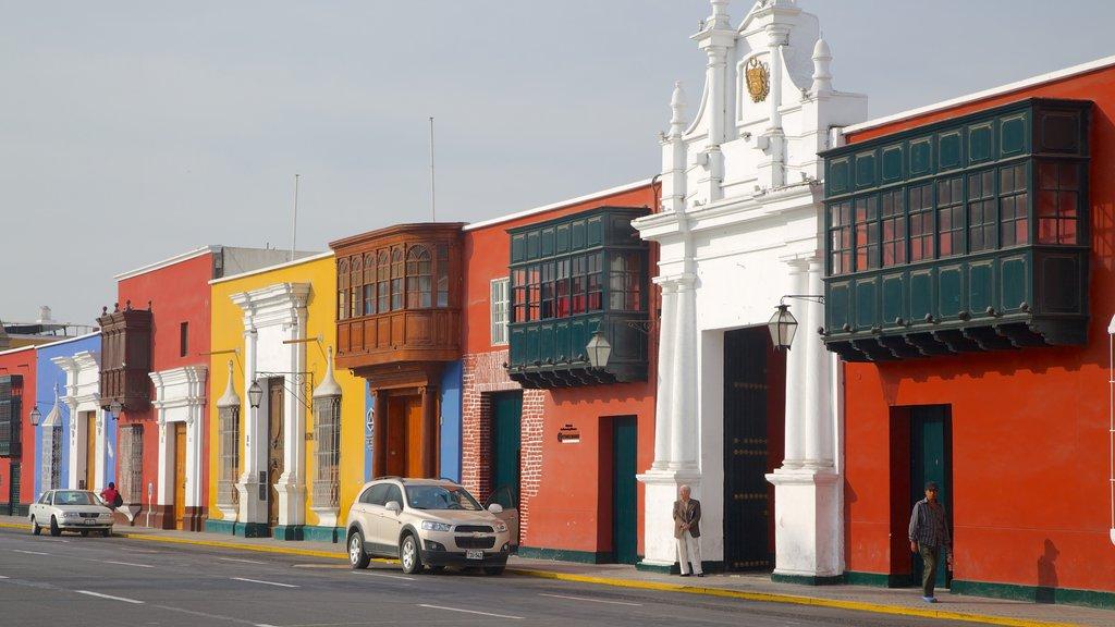 Trujillo Plaza de Armas which includes street scenes and a house