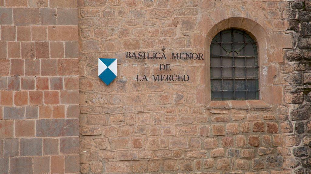 Iglesia de La Merced ofreciendo patrimonio de arquitectura y señalización