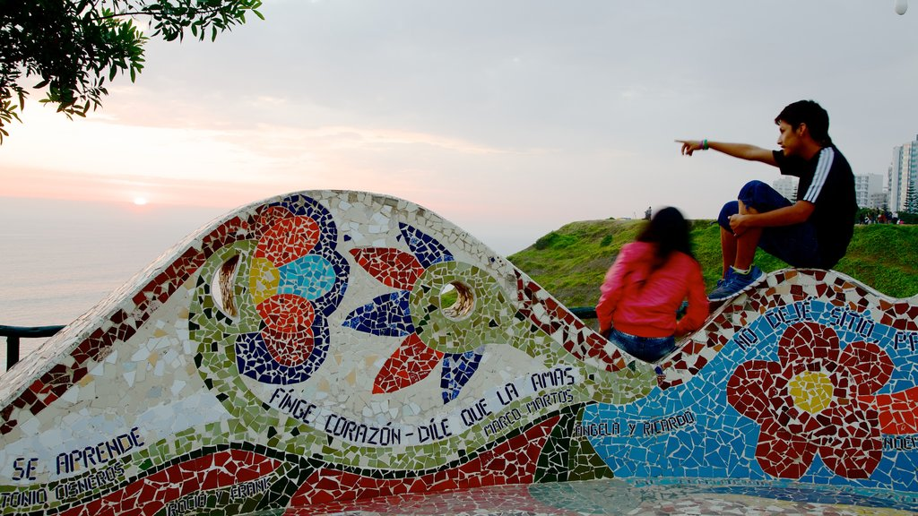 Parque del Amor featuring outdoor art as well as an individual male