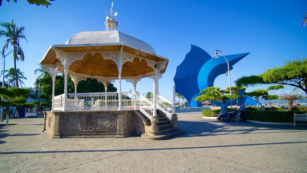 Zocalo which includes a square or plaza