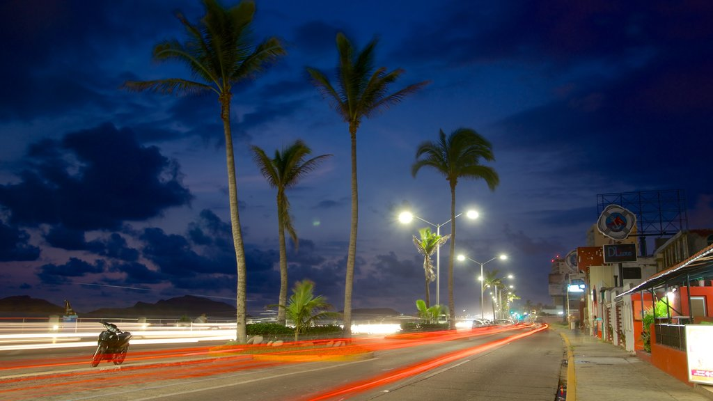 Mazatlan showing street scenes and night scenes
