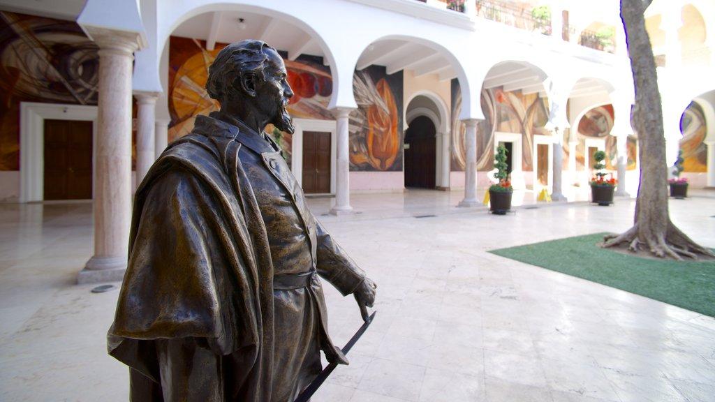 Hermosillo que incluye una estatua o escultura y vistas interiores