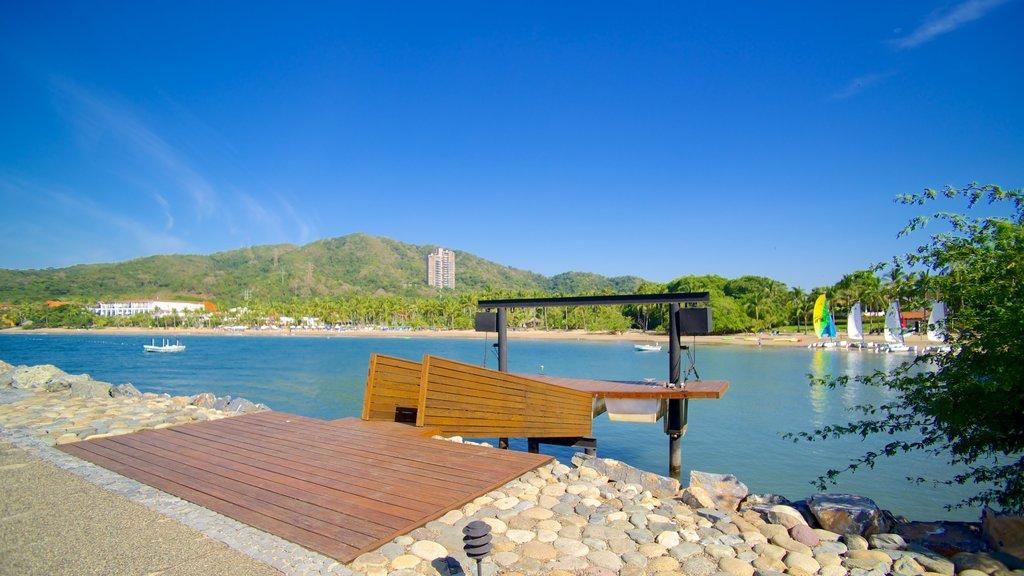 Quieta Beach which includes general coastal views