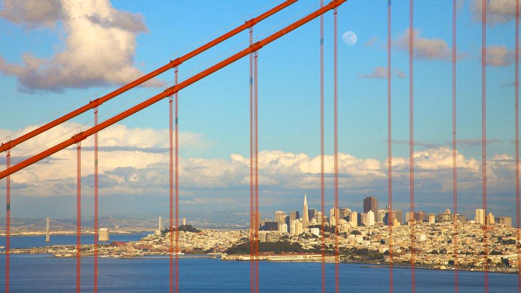 Puente Golden Gate que incluye un puente y vistas generales de la costa