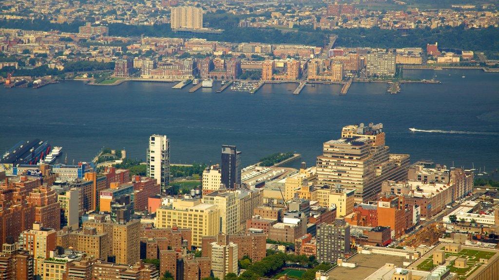 Edificio Empire State que incluye una ciudad y distrito financiero central
