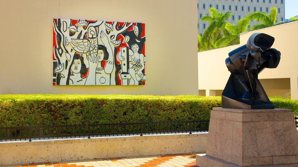 Miami Art Museum showing art and outdoor art