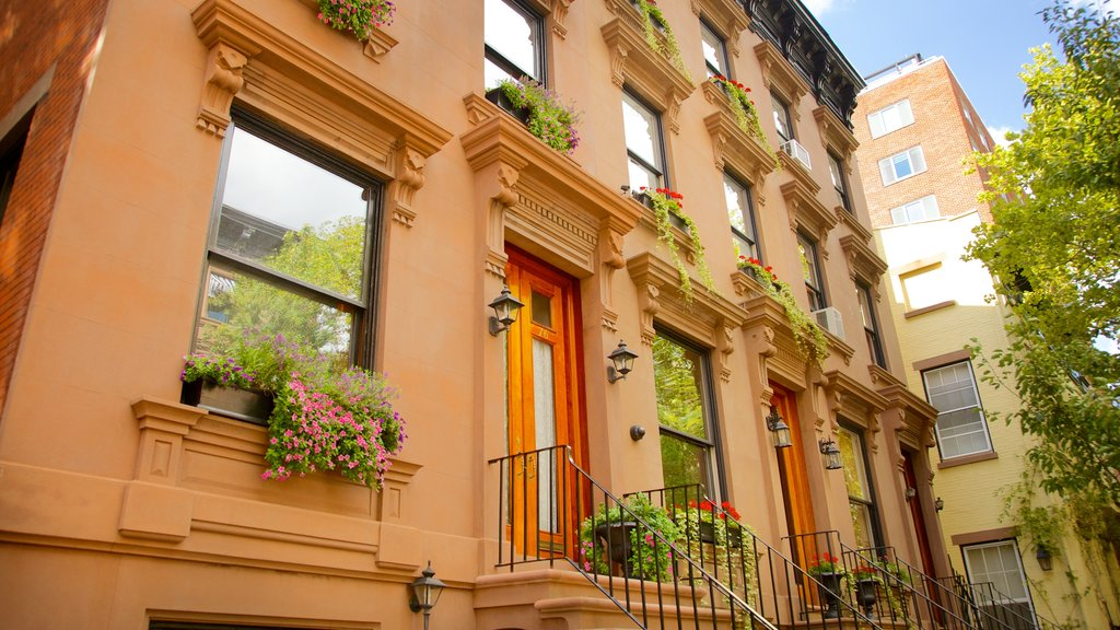 Brooklyn Heights which includes a house