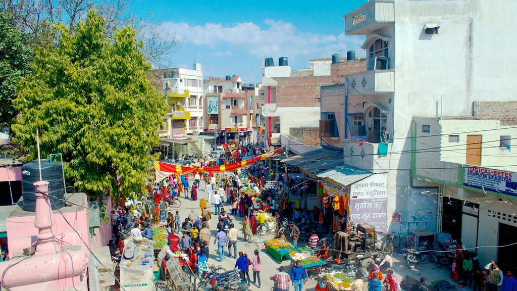 Rudrapur featuring street scenes as well as a large group of people