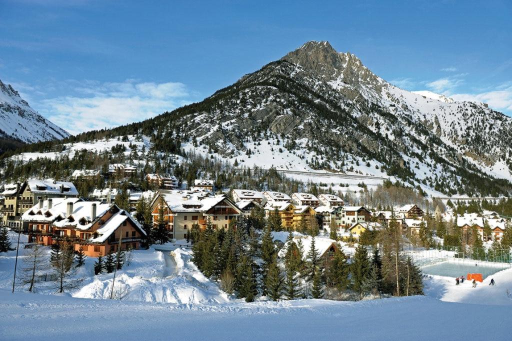 Romantica veduta di Clavière sotto la neve. Public Domain via Flickr