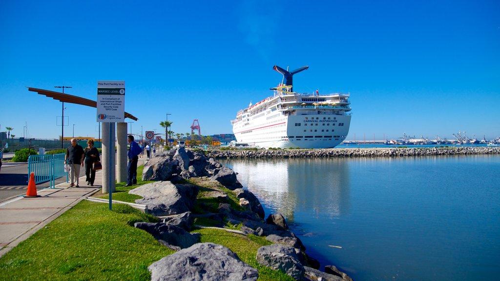 Ensenada mostrando vistas generales de la costa y crucero