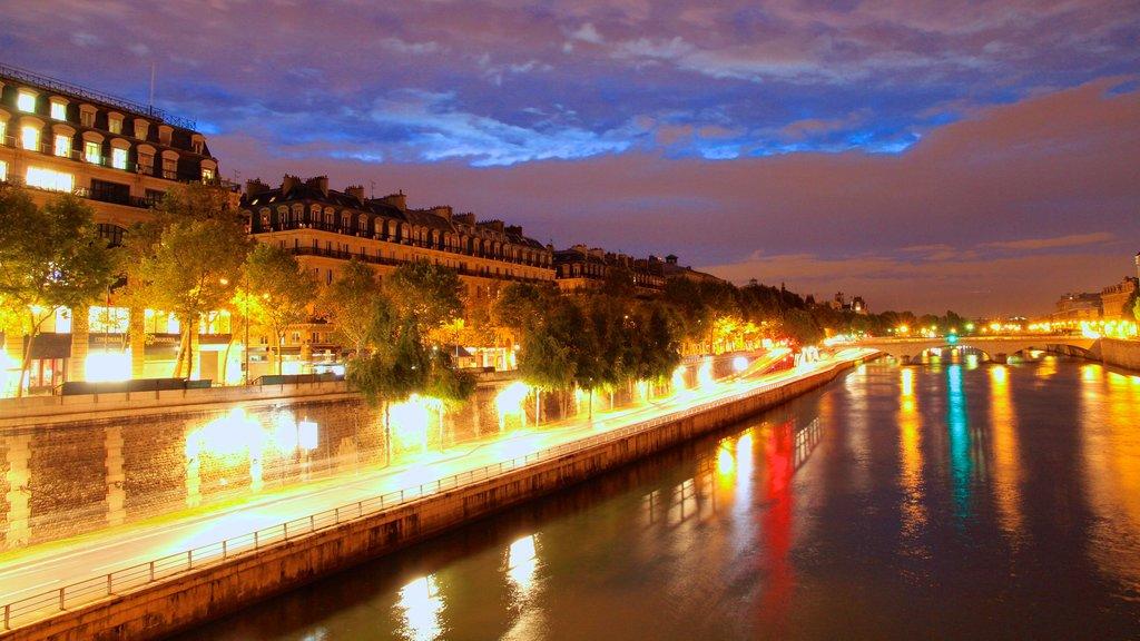 Place de la Concorde showing night scenes, a river or creek and a city