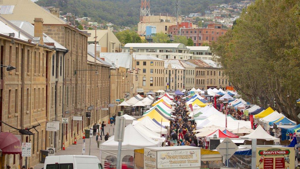 Salamanca Place showing a city, landscape views and markets