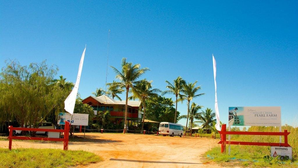 Willie Creek Pearl Farm featuring tropical scenes and farmland