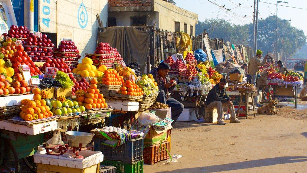 Chandni Chowk que incluye mercados, una ciudad y escenas urbanas