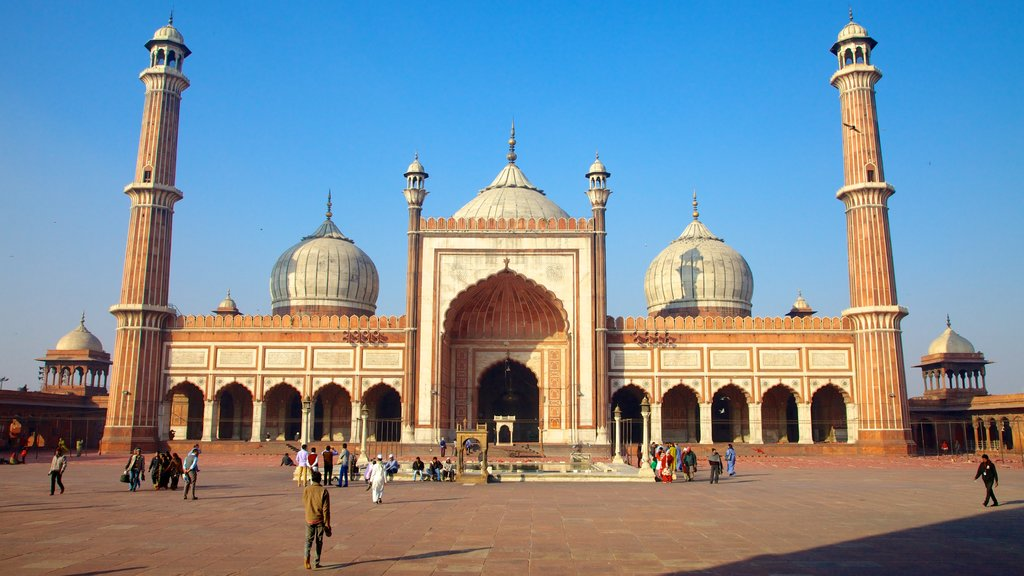 Jama Masjid featuring a square or plaza, a mosque and street scenes