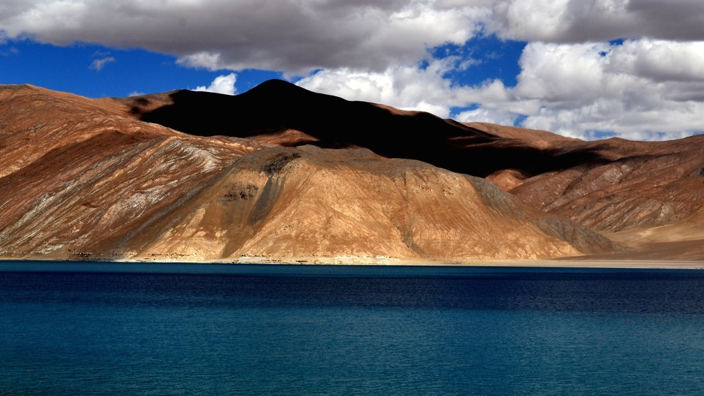 Leh showing mountains and a lake or waterhole
