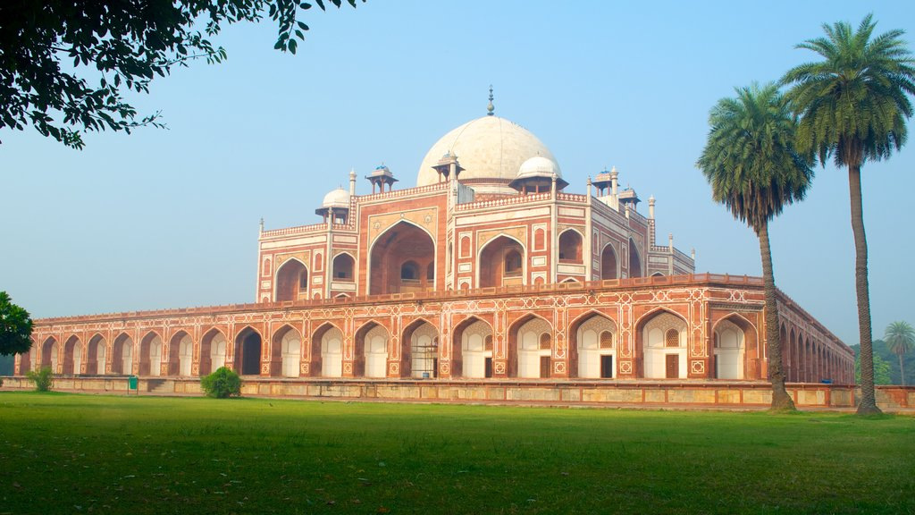 Humayun\'s Tomb showing heritage architecture and a memorial