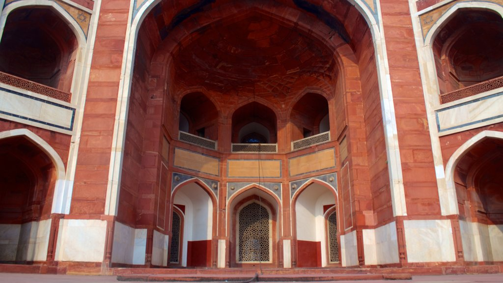 Humayun\'s Tomb featuring a memorial, heritage architecture and interior views