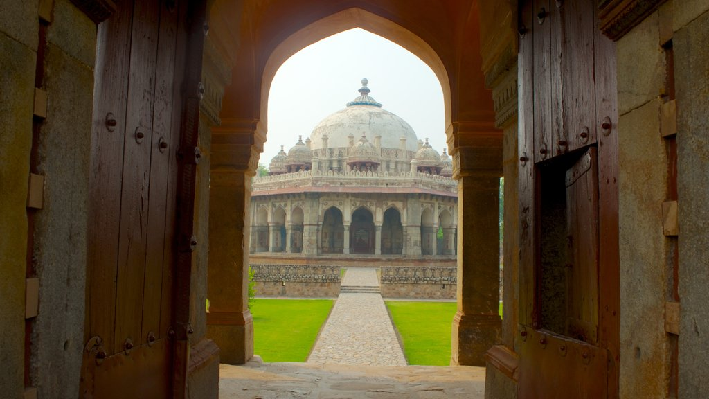 Humayun\'s Tomb showing a memorial