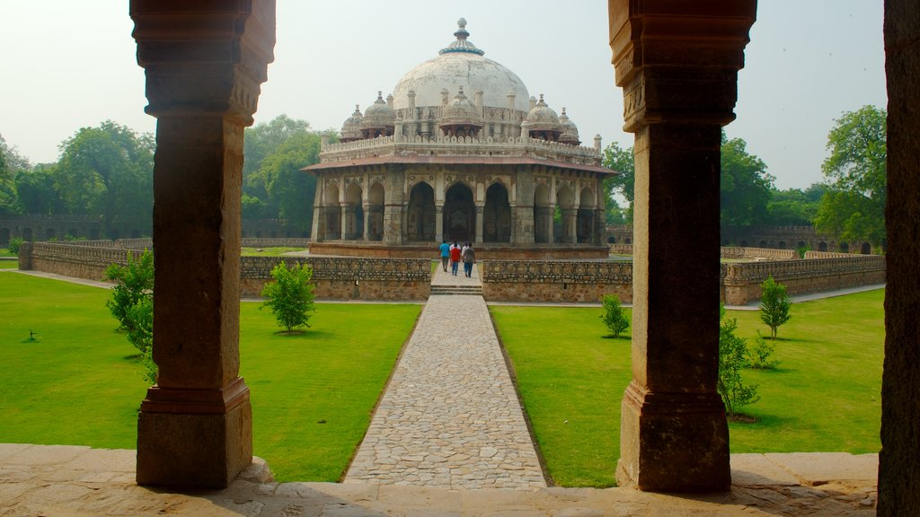 Humayun\'s Tomb showing a memorial and heritage architecture
