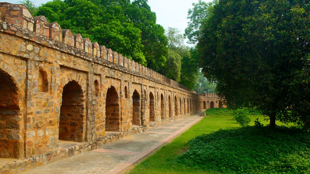 Humayun\'s Tomb showing heritage elements and heritage architecture