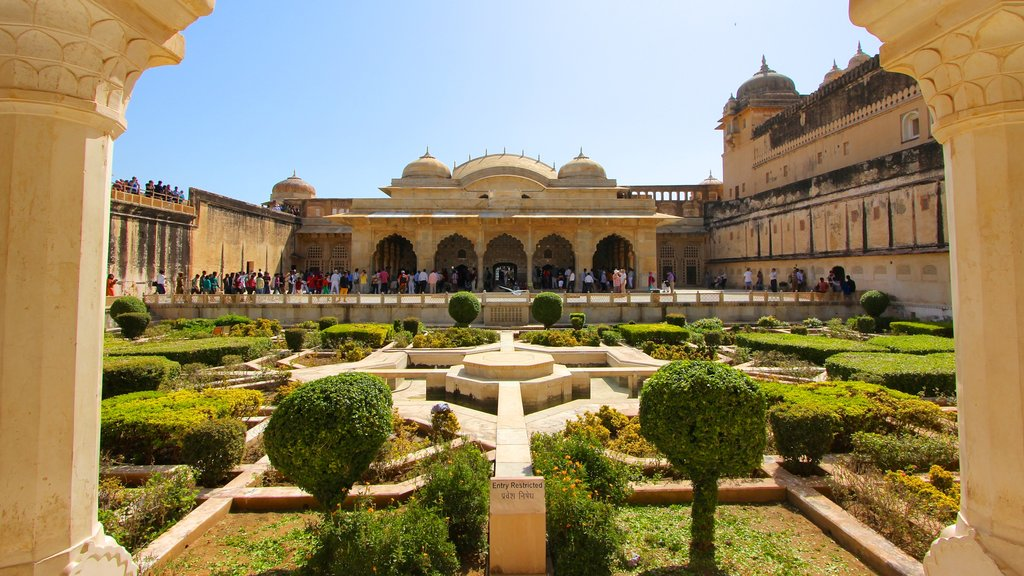Amber Fort showing chateau or palace, a park and heritage architecture