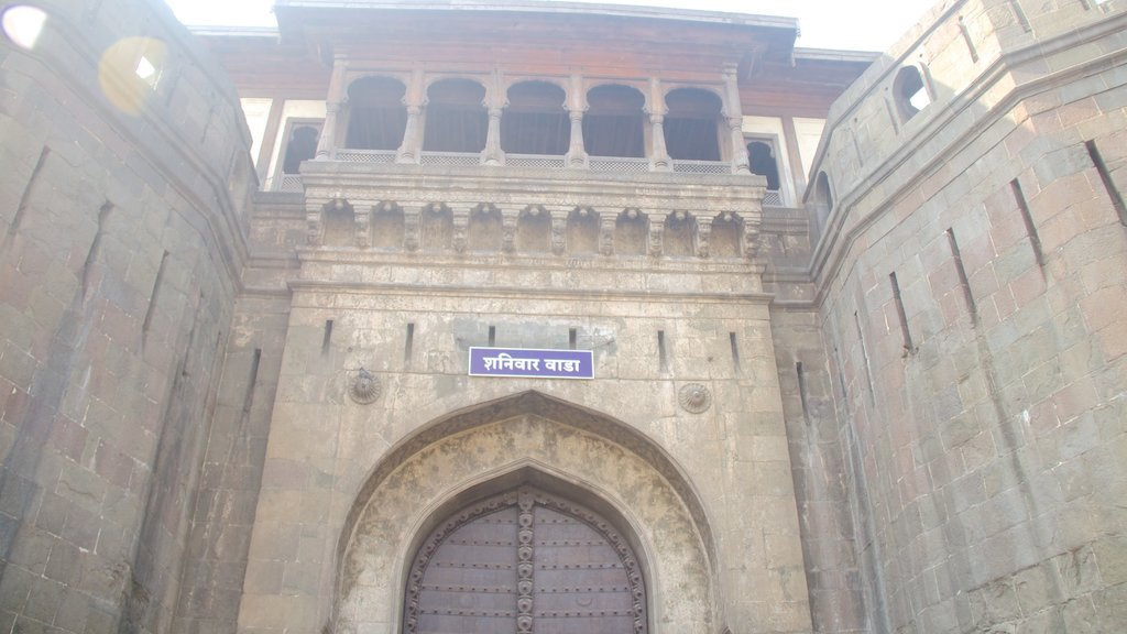 Shaniwar Wada featuring street scenes and heritage elements