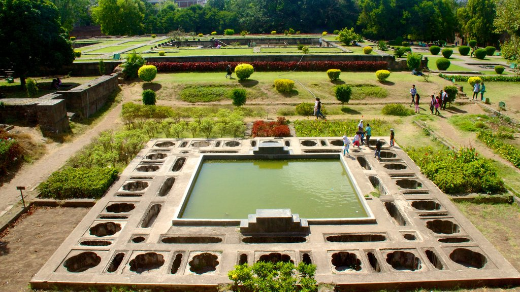 Shaniwar Wada which includes a garden and a pond