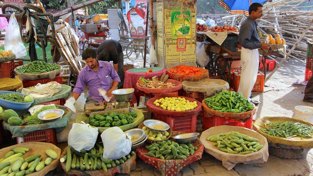 Johri Bazaar que incluye comida y mercados