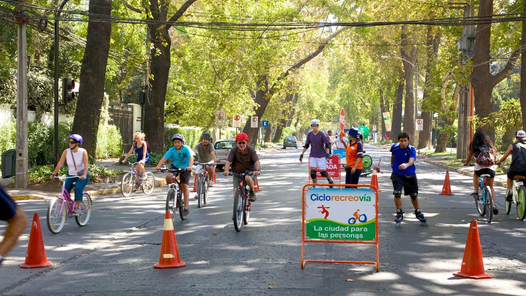 Providencia showing street scenes, a sporting event and cycling