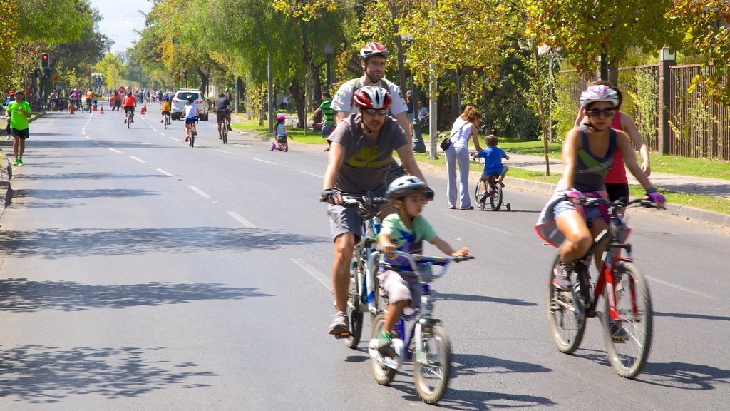 Providencia showing cycling, a sporting event and street scenes